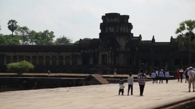 People in Angkor Wat temple in Cambodia — Stock Video
