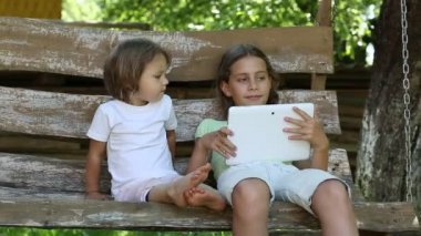 Two girls with tablet computer — Stock Video