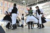 Mitglieder der Folk-Gruppe Seljacka Sloga von Donja Dubrava, Kroatien während der 48. internationalen Folklore-Festival in zagreb — Stockfoto
