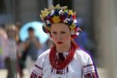 Medlemmar av folk grupp selkirk, manitoba, ukrainska dance ensemble troyanda från kanada under 48 internationell folklore festival i zagreb — Stockfoto
