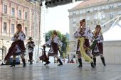 Members of folk group Selkirk, Manitoba, Ukrainian Dance Ensemble Troyanda from Canada during the 48th International Folklore Festival in Zagreb — Stock Photo