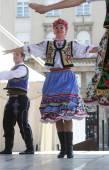 Członków Ludowej grupy edmonton (alberta), ukraiński tancerzy viter z Kanady podczas 48 Festiwal Folklorystyczny w Zagrzebiu — Zdjęcie stockowe