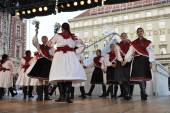 Members of folk group Mississauga, Ontario, Croatian parish folk group Sljeme from Canada during the 48th International Folklore Festival in Zagreb — Stock Photo
