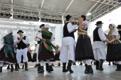 Members of folk group Selacka Sloga from Nedelisce, Croatia during the 48th International Folklore Festival in Zagreb — Stock Photo