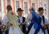 Leden van folk groepen zvon van mala subotica, kroatië tijdens de 48ste internationale folklore festival in zagreb — Stockfoto