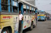 People on the move come in the colorful bus in Kolkata — Stock Photo