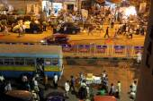 Dark city traffic blurred in motion at late evening on crowded streets in Kolkata — Stock Photo