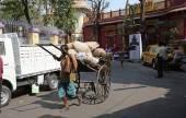 Rickshaw driver in Kolkata — Stock Photo