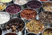 Different spices and herbs in metal bowls on a street market in Kolkata — Stock Photo