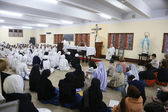 Sisters of Mother Teresa's Missionaries of Charity and volunteers from around the world at the Mass in the chapel of the Mother House, Kolkata — ストック写真