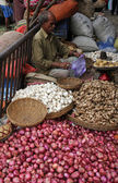 Street trader sell vegetables outdoor, Kolkata India — Stock Photo