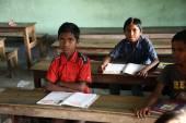 Kids learn at school, Kumrokhali, West Bengal, India — Stock Photo