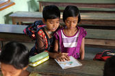 Kids learn at school, Kumrokhali, West Bengal, India — ストック写真
