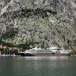 Cruiser docked in the port of Kotor in Kotor, Montenegro — Stock Photo #52763185