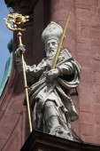 St. Kilian on the Facade of Neumunster Collegiate Church in Wurzburg — Stock Photo