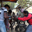 Mechanic repair the motorbike in Baidyapur, India. — Stock Photo #52791595