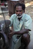 Mechanic repair the motorbike — Stockfoto