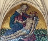 Mosaic of pieta from main portal of gothic church Maria am Gestade in Vienna — Foto Stock