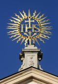 IHS sign on baroque Jesuits church in Vienna — Stock Photo