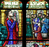 Stained glass in Votiv Kirche in Vienna — Stock Photo