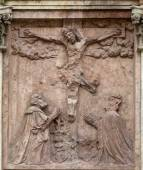 Crucifixion relief sculpture outside St. Stephen's Cathedral in Vienna — Stock Photo