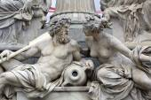 деталь фонтана палл-athene перед австрийским парламентом, вена. скульптуры представляют реки дунай и гостиница — Стоковое фото
