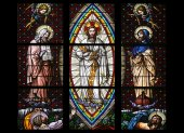 Transfiguration on Mount Tabor, Stained glass in Votiv Kirche (The Votive Church). It is a neo-Gothic church in Vienna — Stockfoto