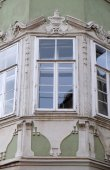 Residential housing detail with window pediment in Graz, Austria — Stock Photo