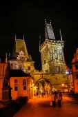 Night view on Charles Bridge in Prague — 图库照片