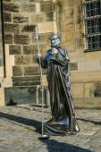 Street actor near Frauenkirche temple in Dresden — Stock Photo