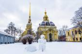 View on snowman in Peter and Paul Fortress in Saint-Petersburg — Stock Photo
