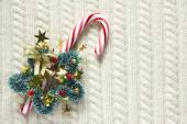 Knitted wool texture with christmas decoration, candy cane or cup of tea — Stock Photo