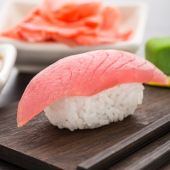 Nigiri sushi with tuna — Stock Photo