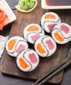 Yin yang futomaki with tuna and salmon — Stock Photo