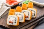 Fried sushi roll with shrimp and caviar — Foto de Stock