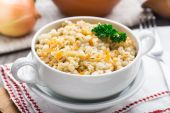 Barley porridge with carrot and onion — Stock Photo