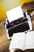 Retro typewriter with books — Stockfoto