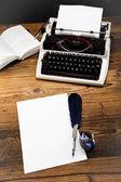 Ročník psací stroj na stůl — Stock fotografie