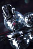 Micrófono, bolas de discoteca — Foto de Stock