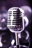 Micrófono con bolas de discoteca — Foto de Stock