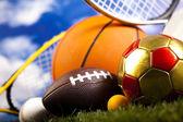 Equipo de deporte y bolas — Foto de Stock