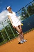 Giocatore di tennis sul campo — Foto Stock