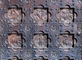 Old decorative door — Stock Photo