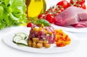 Tuna tartar with fresh zucchini and pepper — Stock Photo