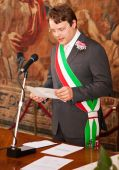 A italian mayor during a wedding celebration — Stock Photo
