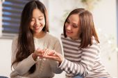Woman is showing her wedding ring to her friend — Stock Photo