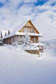 Mountain cottage in winter — Stock Photo