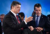 Petro Poroshenko and Anders Fogh Rasmussen during a meeting at t — Stock Photo