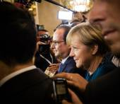 Angela Merkel and Francois Hollande after the meeting on the ASE — Stock Photo
