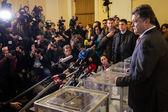 President of Ukraine Petro Poroshenko voted on early elections t — Stock Photo